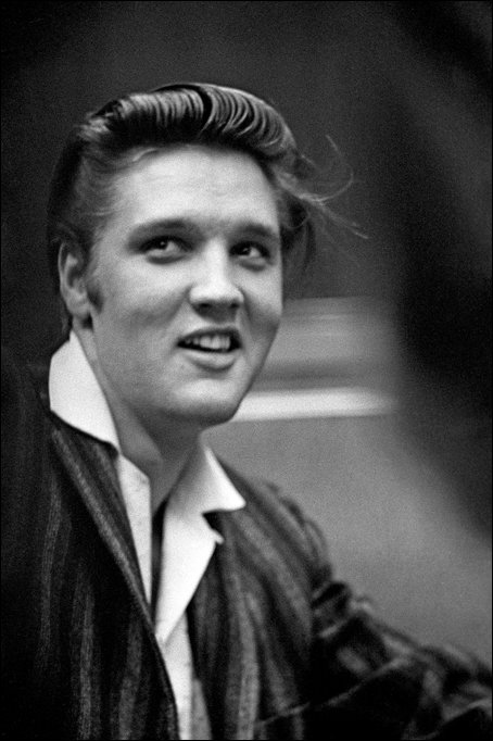 Get to know the stories behind a few of #Elvis&#39; No. 1 hit singles on this week&#39;s #Graceland Blog.  http:// bit.ly/2xtBteQ  &nbsp;  <br>http://pic.twitter.com/2hJrjKxmjw