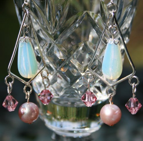 Perfect for #mothersday these gorgeous #handmade #pearl and #moonstone #chandelier #earrings area real showstopper.  http:// bit.ly/2nf0WUY  &nbsp;  <br>http://pic.twitter.com/K3jgERpdah