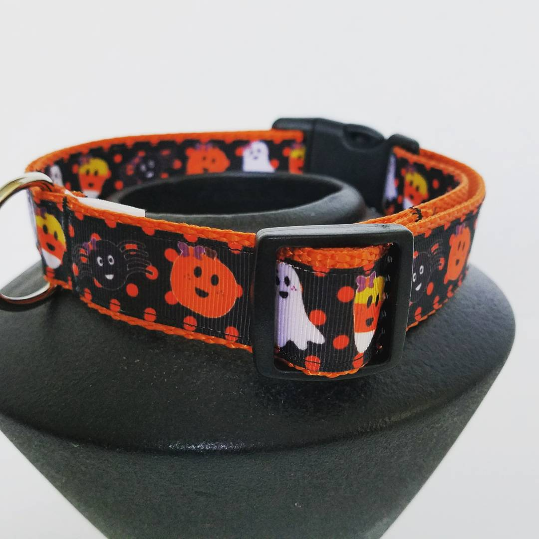 http:// Designsbycristal.etsy.com  &nbsp;    #etsychaching #Halloween #dog collars #doglover #dogsoftwitter #dogs #epiconetsy #shoppershour #HalloweenTime<br>http://pic.twitter.com/E7Ni04ATnS