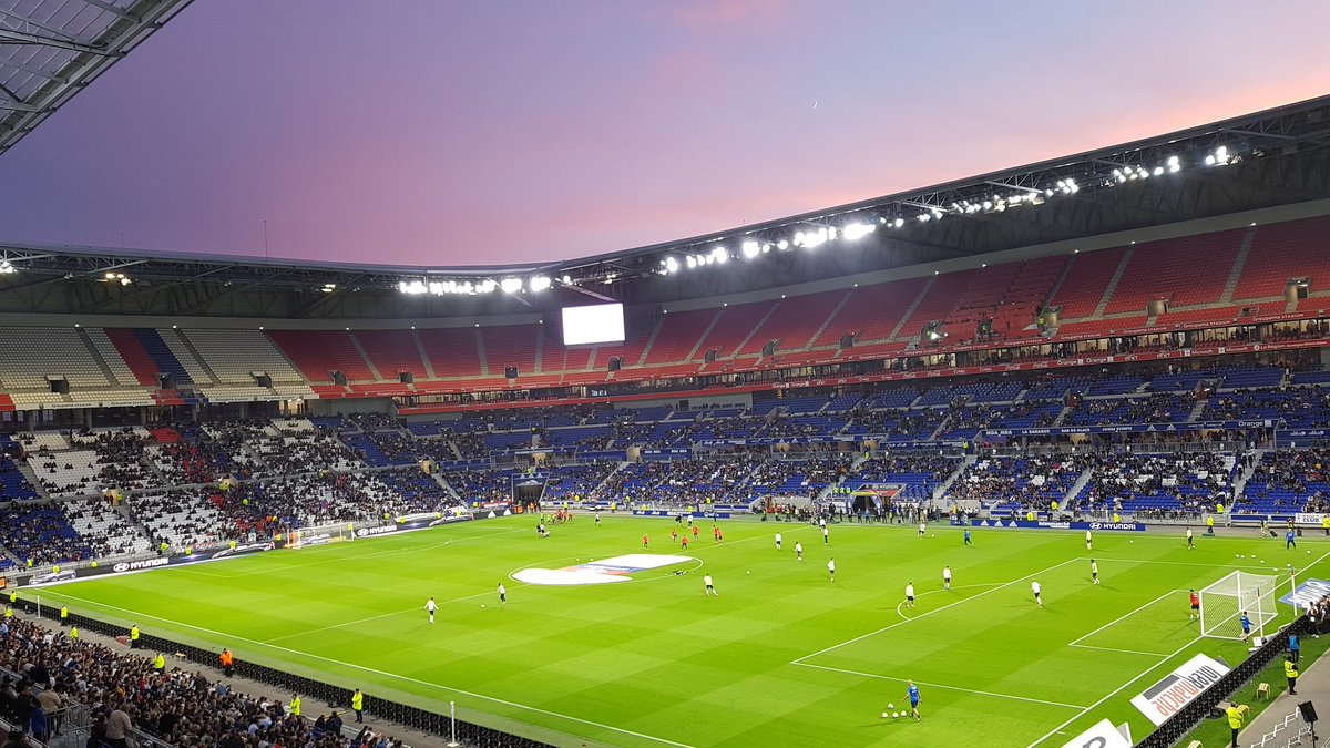 #OLDFCO @GroupamaStadium @OL_USA #TeamOL Come on boys <br>http://pic.twitter.com/wX8soRYNWS