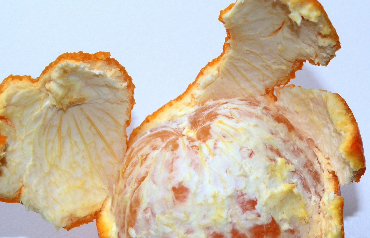 Orange peel is rich in flavonoids w/ #antiinflammatory activity. Also contain #fiber. Buy #organic, zest the peels,&amp; put on #vegetables. <br>http://pic.twitter.com/eqkxwNX4TT