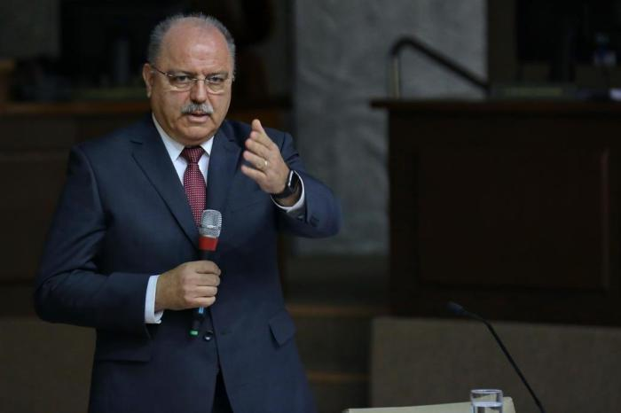 Ministro Etchegoyen diz que crise moral é o problema mais difícil de combater no Brasil https://t.co/b3QZD15hev
