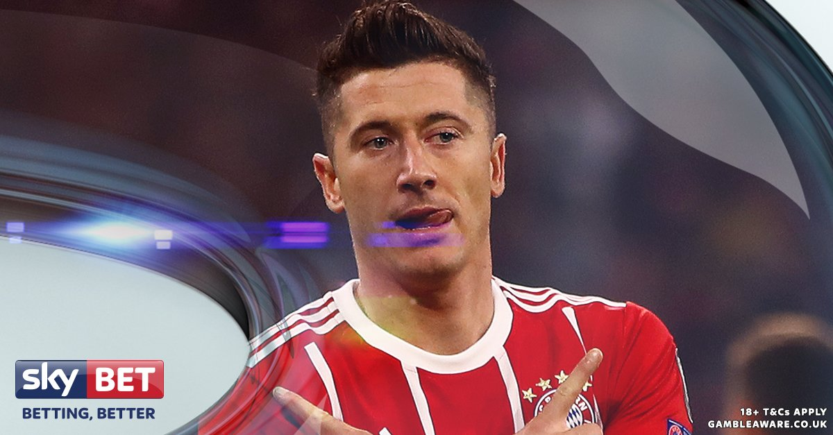 Who is the better #Bundesliga striker?  RT - Robert Lewandowski  - Pierre-Emerick Aubameyang <br>http://pic.twitter.com/IyKBcoq6zd