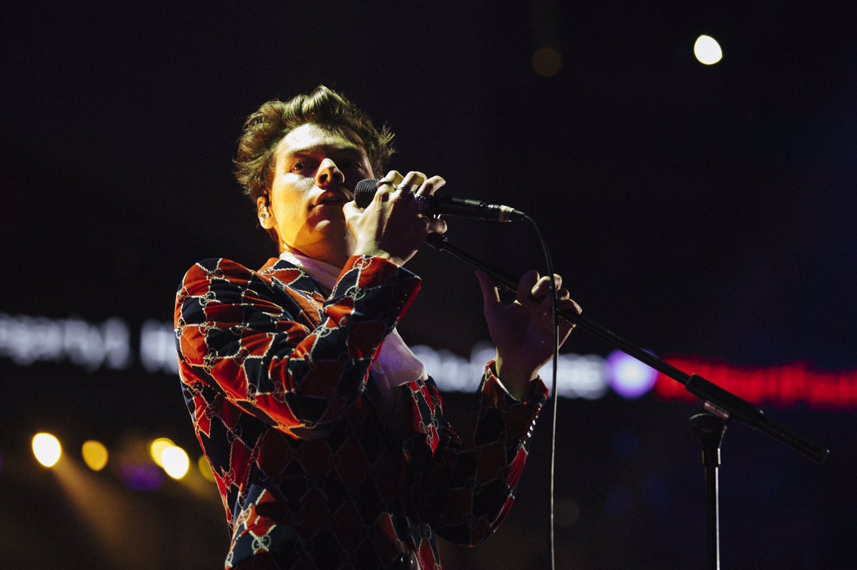 a photo i took of @Harry_Styles last night in vegas, please enjoy https://t.co/0Vn9vsvIIo