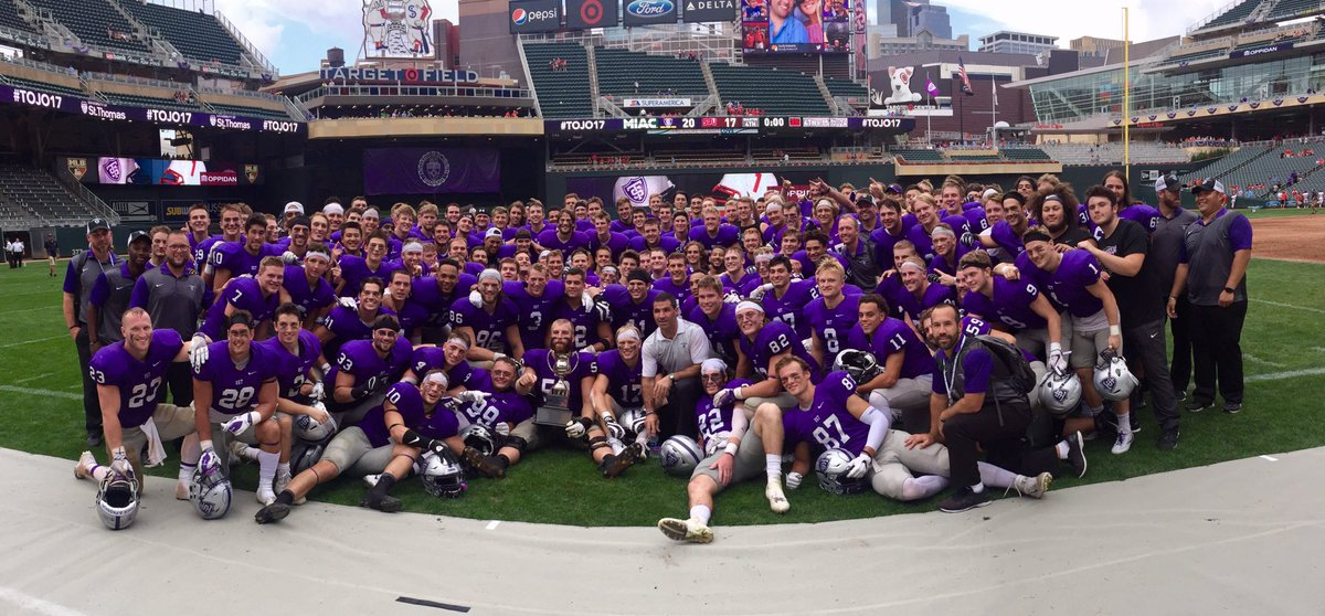 D3FB: St. Thomas @UST_Football beats St. John&#39;s at Target Field in #Mpls and sets a D3 attendance record w/ over 37,000 fans. @WCCO #TOJO17<br>http://pic.twitter.com/dbdpNMA84D
