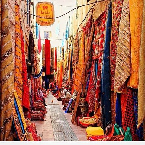 Rug street it&#39;s an open space gallery in Essaouira city in #morocco  http:// ow.ly/slgA30fkq04  &nbsp;   #art #decor #homedecor #interiordesign #color<br>http://pic.twitter.com/8nWpph9Yls