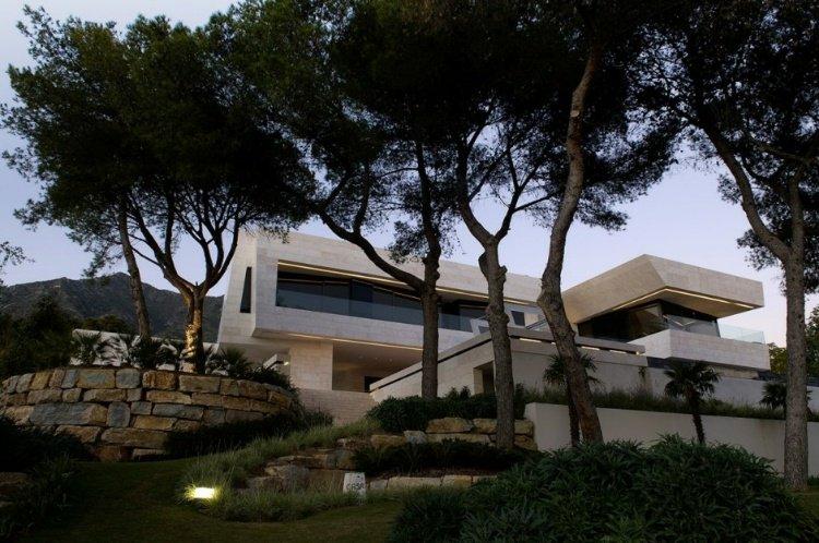 Family House in Marbella by A-cero |  http://www. homeadore.com/2012/08/06/fam ily-house-marbella-acero/ &nbsp; …  Please RT #architecture #interiordesign <br>http://pic.twitter.com/QuwWx1mmOJ