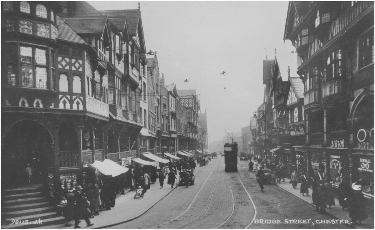 Bridge Street, #Chester - Circa 1910 <br>http://pic.twitter.com/7yTqxAQ5r8