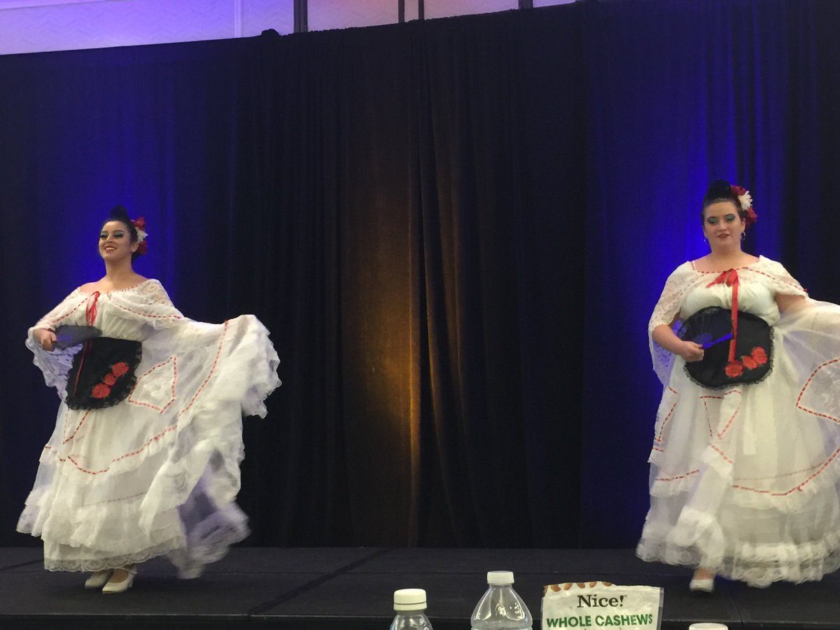 ballet folklorico!! hispanic students MATTER. #HispanicHeritageMonth  @TeachtoLead #TTLSummit #dance #RepresentationMatters <br>http://pic.twitter.com/NHV0XNYMpR