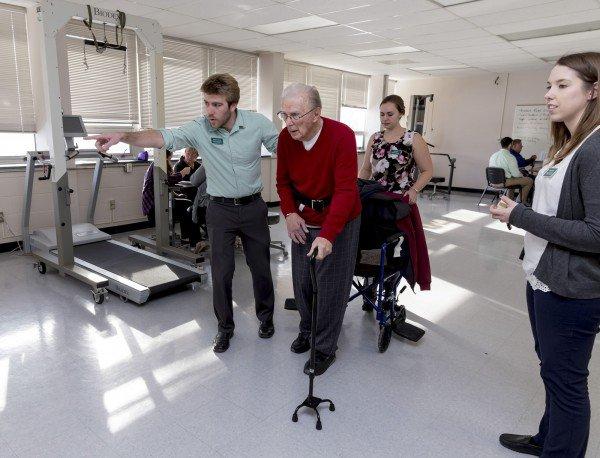 A Six-Minute Walk Test Can Improve a Stroke Survivor's Ability to Walk  @ClarksonUniv #strokerecovery #senior  http:// bit.ly/2lDsuly  &nbsp;  <br>http://pic.twitter.com/AVh5mwmM5O