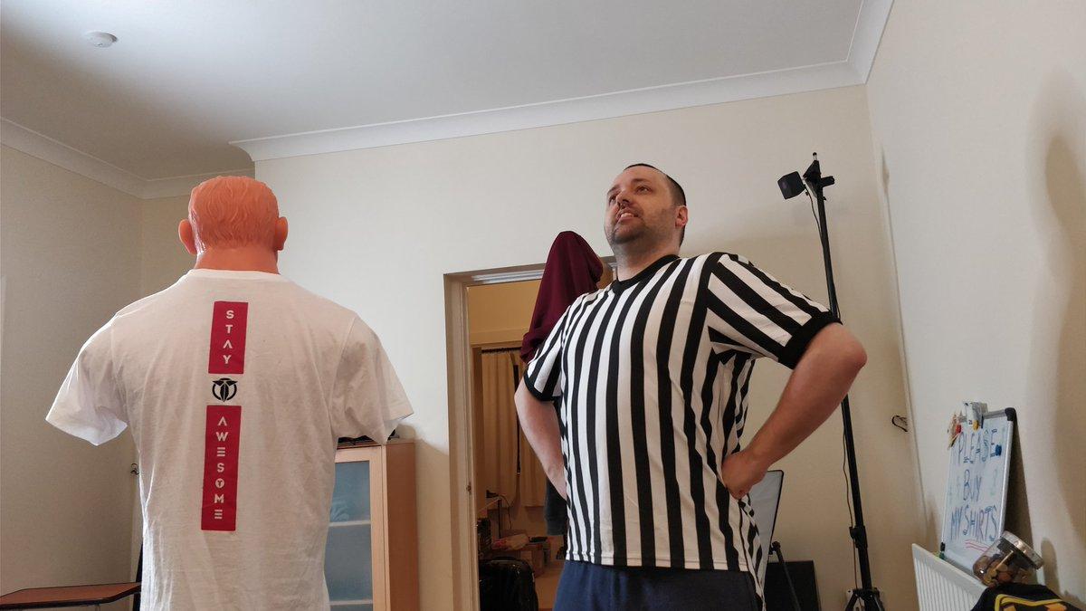 My secret costume revealed on @Terroriser stream #ref <br>http://pic.twitter.com/p8bCoNAuk0