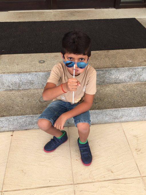 His favourite glasses. Ab kya boloon??? 😎😎😎 https://t.co/bmAv96Rppr