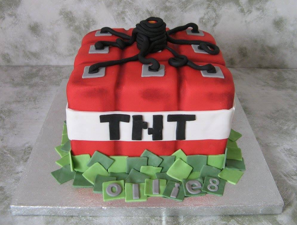 Minecraft cake (sparkler candler will be added to the top) #minecraft #cake #cakedecorating<br>http://pic.twitter.com/K6jDdcNScC
