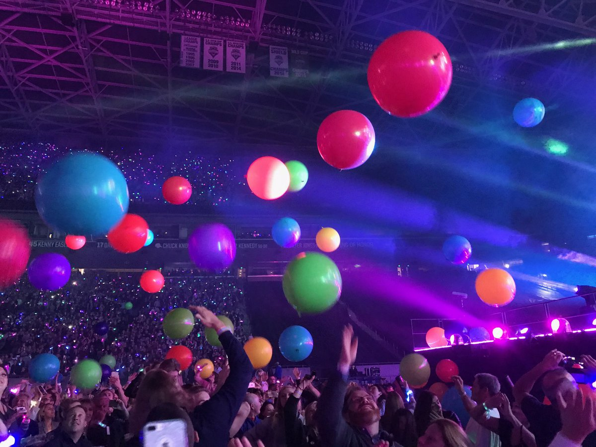 #Coldplay Such a great concert tonight with so many of my favorite songs! @coldplay was amazing! Here are some photos.<br>http://pic.twitter.com/IkhzhSdTCE