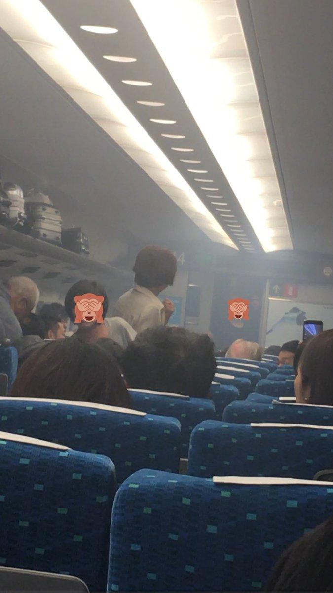 乗ってた新幹線から煙が出て急停車。まさか自分の所でとは。#新幹線 #急停車 # pic.twitter.com/hXfZBx9sGw