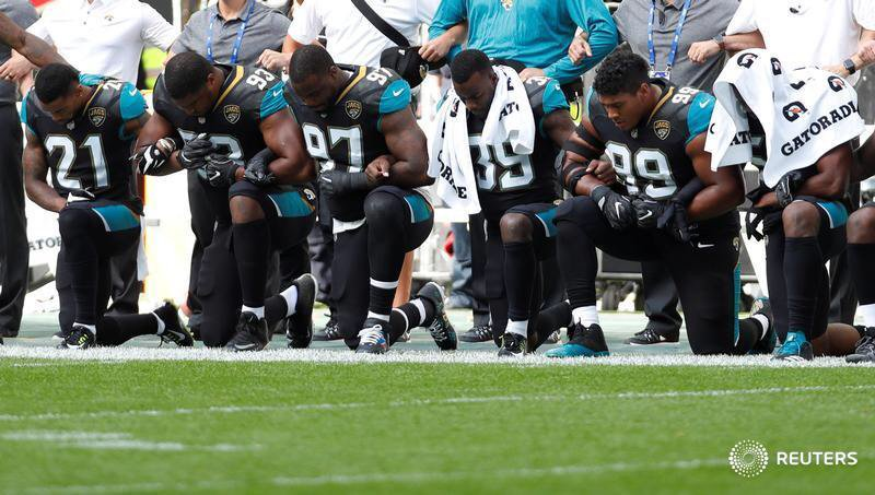 Trump urges fans to consider NFL boycott over player anthem protests: https://t.co/yBd7qJtxph More images: https://t.co/k09FKXJEiq