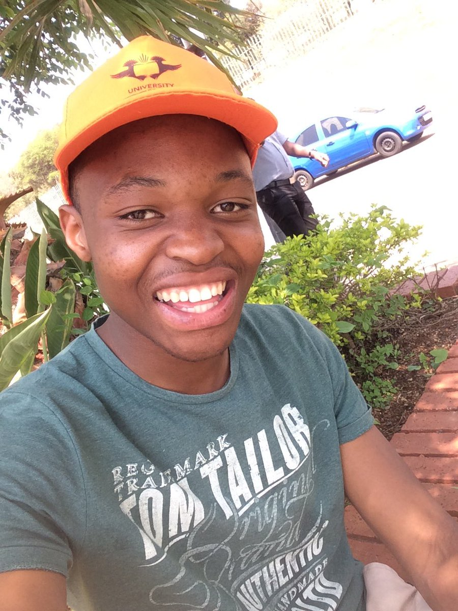 Let me tweet pic my ugly face just to boost others&#39; confidence... #FindLoveWithKholi  #Smile <br>http://pic.twitter.com/2ySsry1SIF
