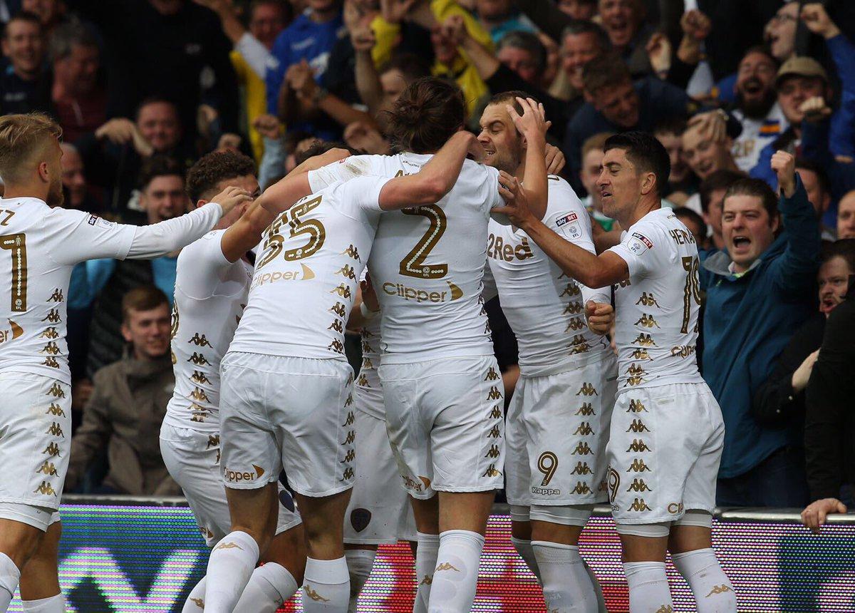 Leeds sofre, mas vence confronto direto contra Ipswich. Fonte: Leeds/Divulgação