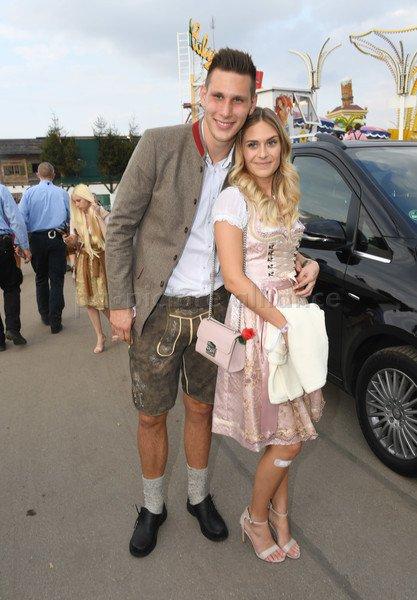 Bayern Germany On Twitter Niklas Sule With His Girlfriend Melissa Oktoberfest2017