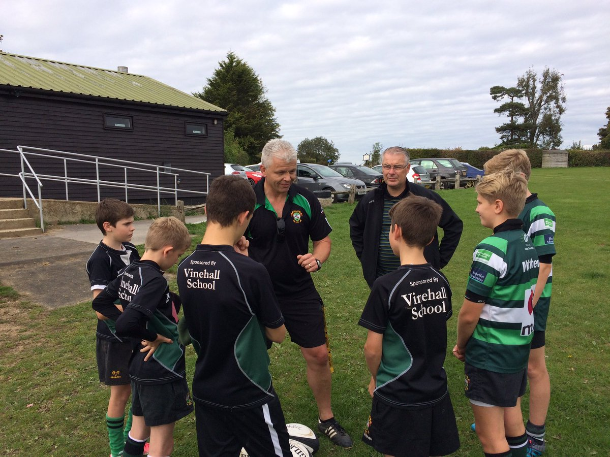 Head Coach Dave Cooke giving our new ball boys a pep talk before yesterday&#39;s 1XV game. #ballboys #gettinginvolved #juniorrugby <br>http://pic.twitter.com/uWsUGHx9uQ