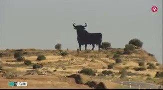 El toro de Osborne está de cumpleaños: su silueta lleva 6 décadas los paisajes españoles y extremeños🐂. Crónica de @noeliaggil. #EXN https://t.co/0nTLti5Wll