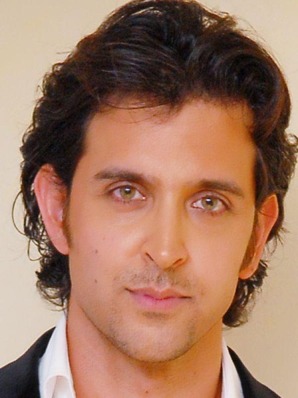 Ooooo your eyes   #HrithikRoshan  #green #eyes <br>http://pic.twitter.com/ctmfwGjpM4