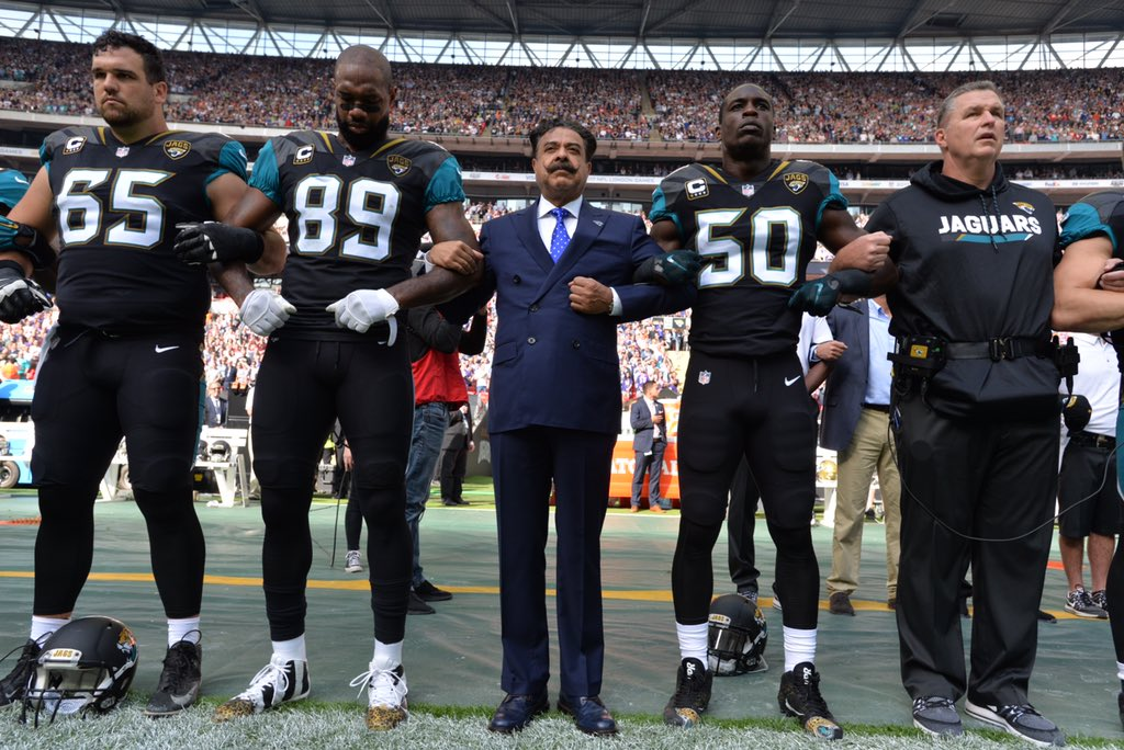 Jaguars Owner Locks Arms With Players After Trump Protests