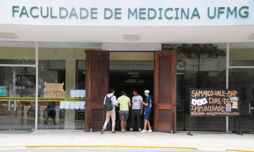 Brancos ingressam no curso de medicina da UFMG em cota para negros https://t.co/EuwrBzTxQN