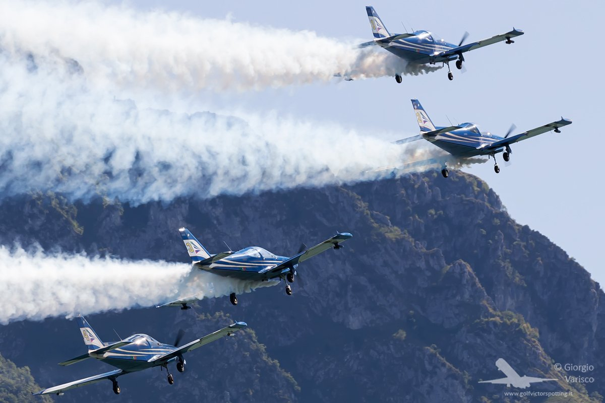 Blu Circe display team at the 15th Mario Stoppani Memorial airshow. #avgeek #planespotting #aviation<br>http://pic.twitter.com/A7LGBz3pzC