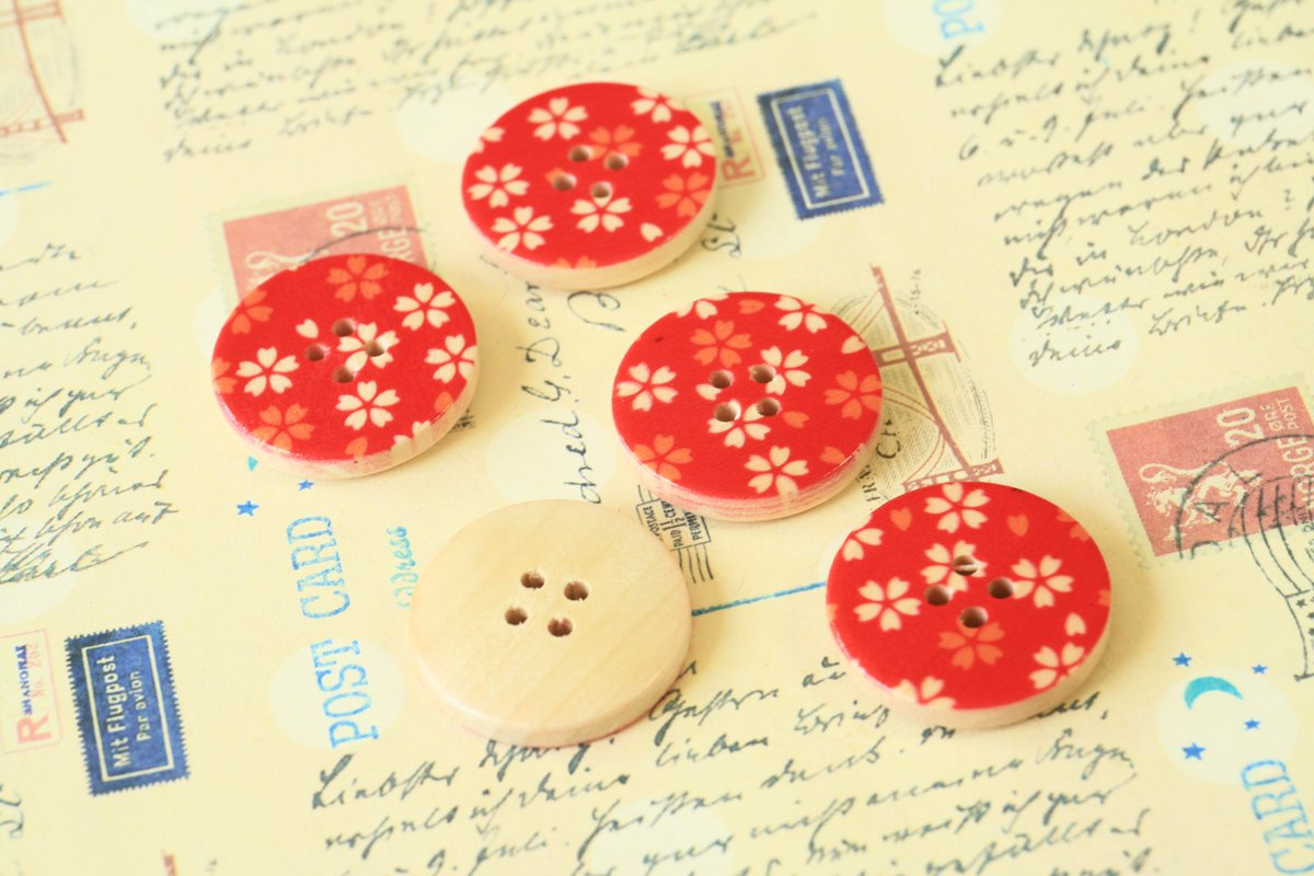 Sewing is a great way of making simple inexpensive but functional presents! #buttons #notions #crafts #HandmadeHour   http:// lemoncatshop.com  &nbsp;  <br>http://pic.twitter.com/CDwCTx8Fem