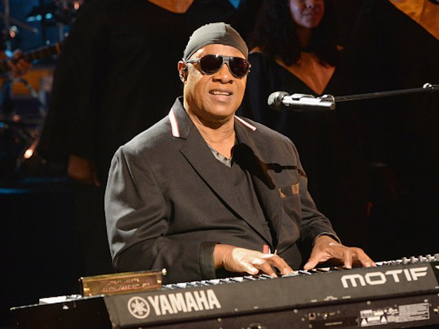 Stevie Wonder 'takes a knee' for America https://t.co/F1HBjBKbkh