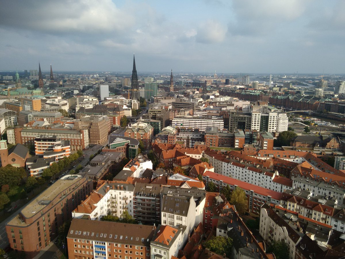 The view from the &#39;Michel&#39; church tower (132m) at sunset  #HamburgAhoi #MeinHamburg #VisitHamburg #Hamburgontour #travelblogger<br>http://pic.twitter.com/6B8txr4OsO