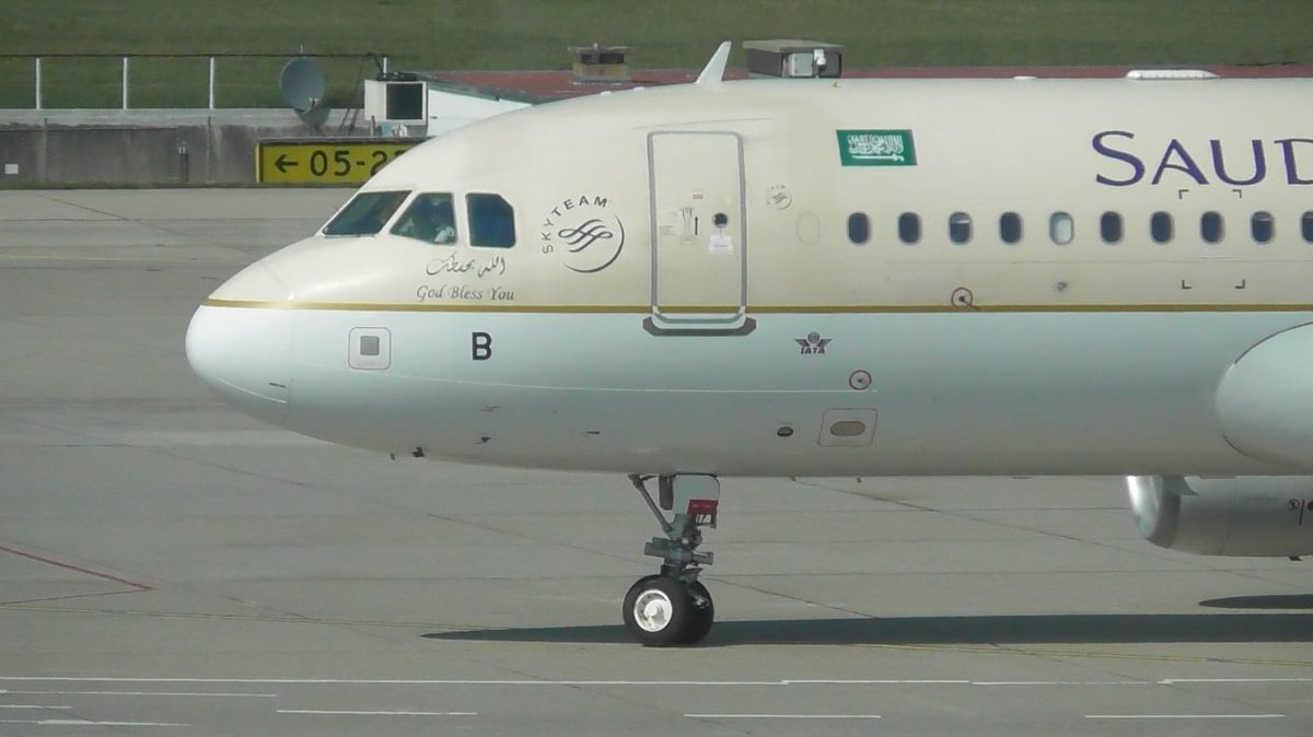 Really happy to of caught this Saudi Airbus A320 yesterday at Geneva Airport #avgeek #planespotting <br>http://pic.twitter.com/iLWMRoLpH5