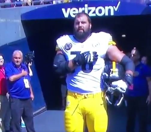 #Steelers   #army #vet Alejandro Villanueva only #nfl to come out of locker room to stand for the anthem.<br>http://pic.twitter.com/Xr3q8iefcw