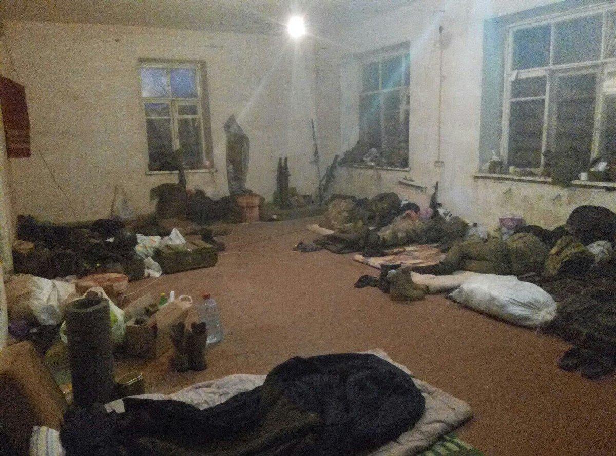 За прошедшие сутки потерь среди украинских воинов нет. Террористы 13 раз открывали огонь по позициям ВСУ, - штаб - Цензор.НЕТ 7344
