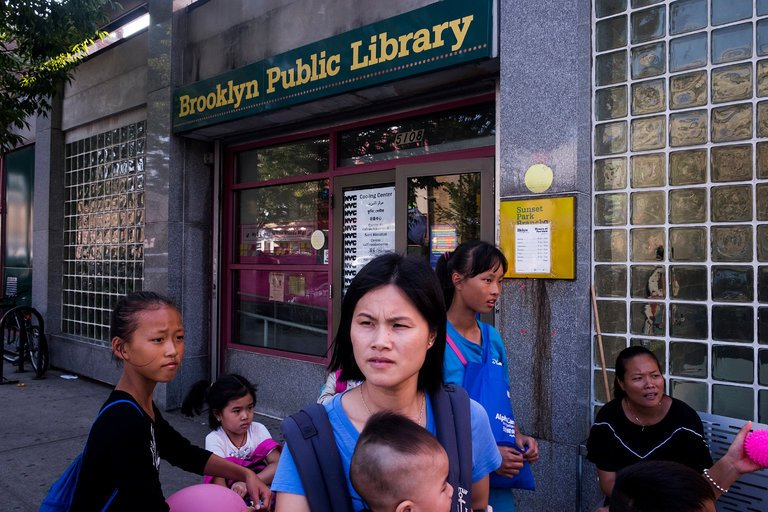 Libraries are important #community spaces, but they&#39;re in need of some love!  http:// ow.ly/KQyI30fnZrf  &nbsp;   #litchat @nytimes<br>http://pic.twitter.com/DRe5TZQx5m