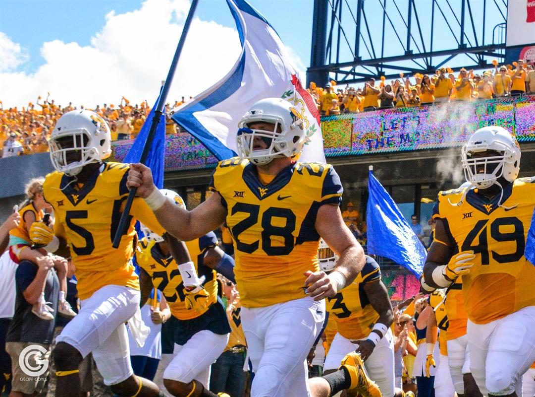 #WVU No. 23 in the AP and Coaches Polls.  #HailWV<br>http://pic.twitter.com/qiqfY2X09j