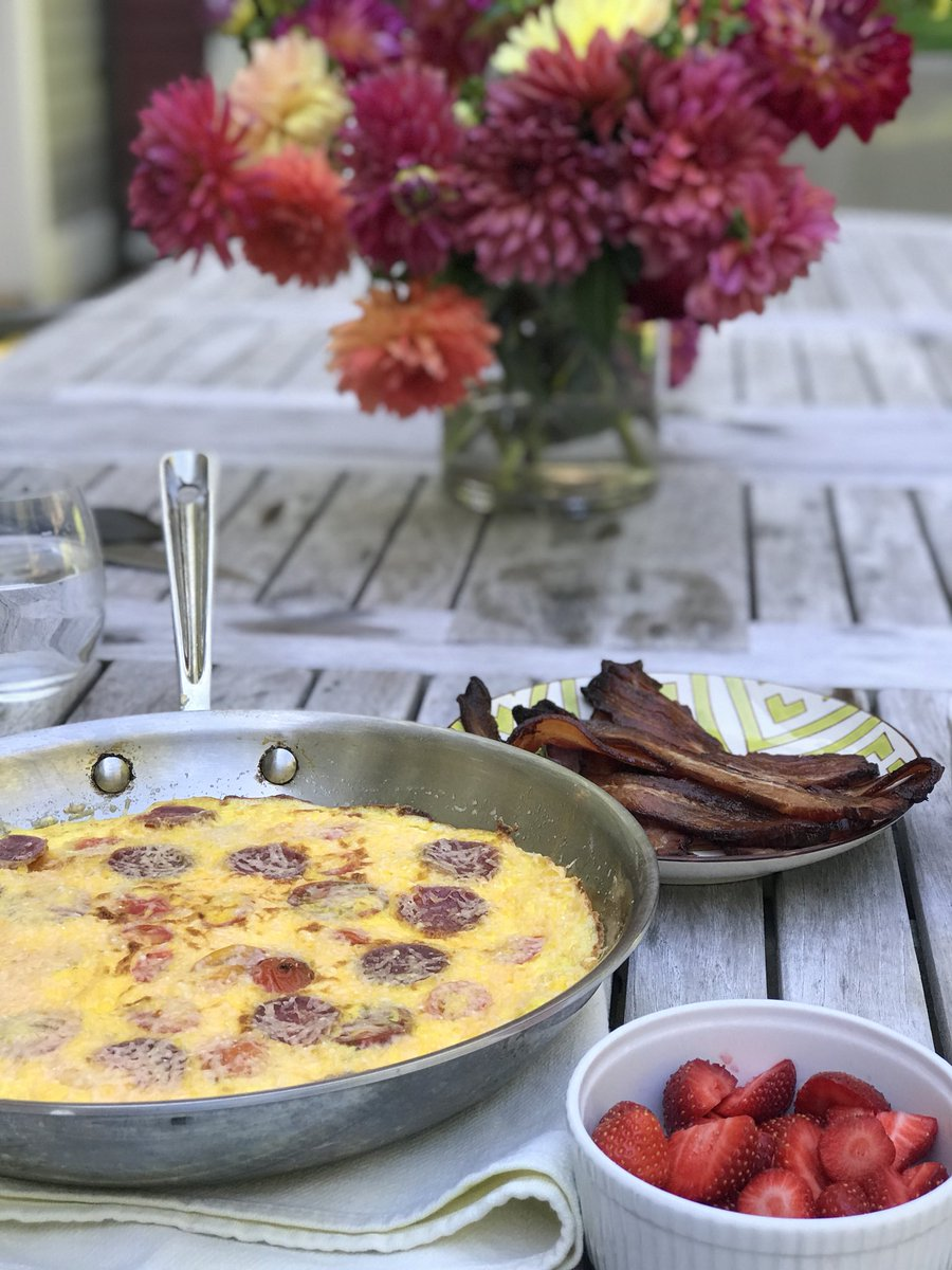 A #Sunday #morning #breakfast Made a #tomato #cheddar #frittata with #bacon<br>http://pic.twitter.com/VabkOUivGS