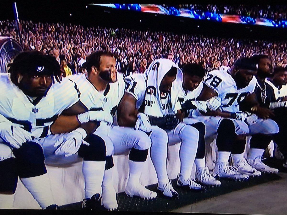 Oakland Raiders kneeling, locking arms for the National Anthem. #TakeTheKnee https://t.co/VDdMn5tlhK