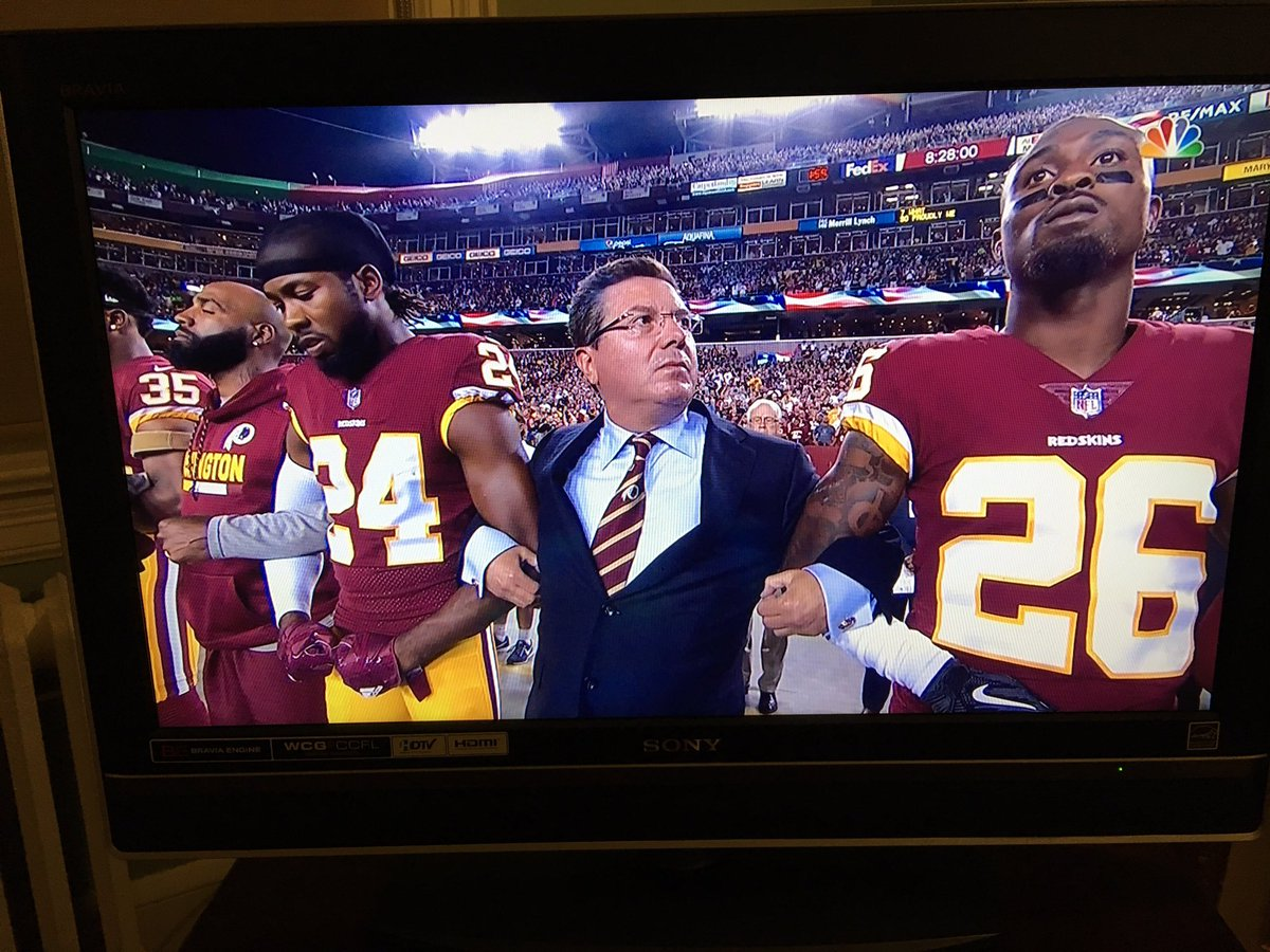 Redskins bring out military vets during commercials, crowd chants USA-USA