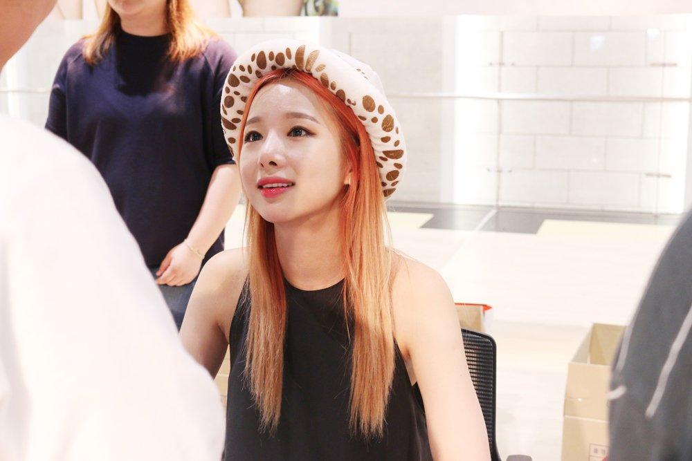fan-singing event #EXID #이엑스아이디 #Hani #하니 #Solji #솔지 #Jeonghwa #정화 #Hyelin #헤린 #LE #엘리 #LEGGO<br>http://pic.twitter.com/F4dKSaxOEJ
