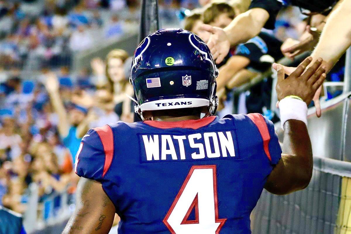#ClemsonNFL  Deshaun Watson: 22 for 33-301 yards- 2 TD in his first trip to @GilletteStadium.<br>http://pic.twitter.com/vza1isujsQ