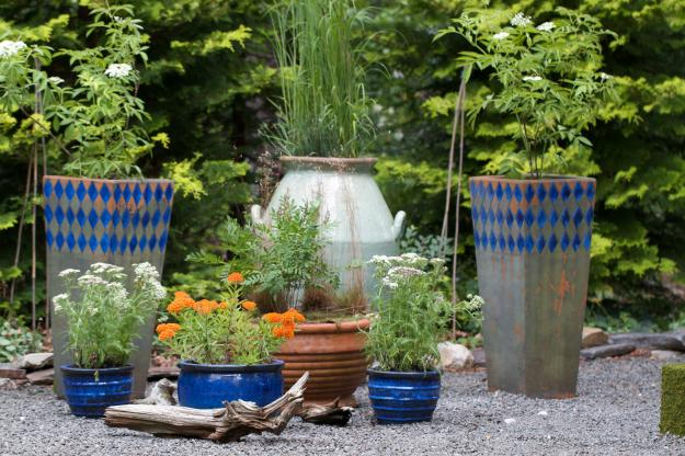 Old Painted #Pots Used as #Rustic #Planters -  http:// garden.viralcreek.com/old-painted-po ts-used-rustic-planters/ &nbsp; …  #FlowerPots<br>http://pic.twitter.com/7j3a2ARh4F