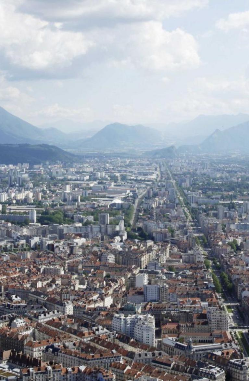 Grenoble : victime d'un malaise cardiaque, un jeune garçon de cinq ans meurt durant un match de foot https://t.co/EoH6S2y2xr
