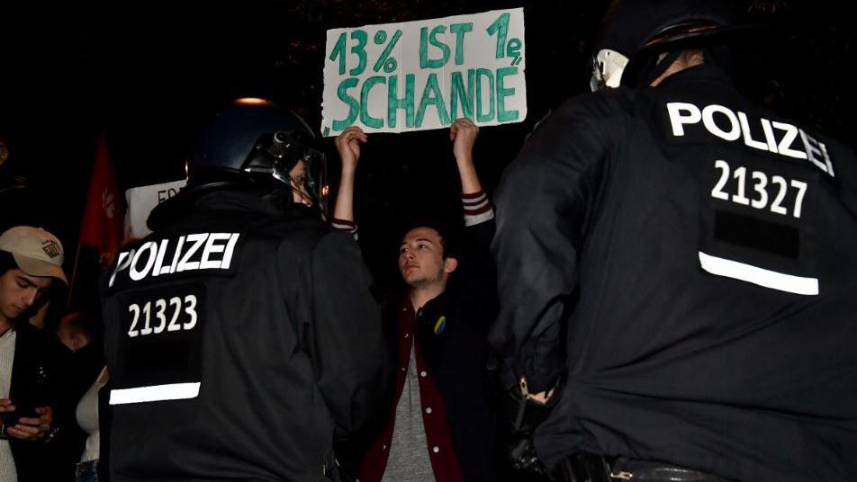 VIDÉO - 'Nazis dehors': des centaines d'Allemands dans la rue contre le parti d'extrême droite AfD https://t.co/jwn06o3m5F
