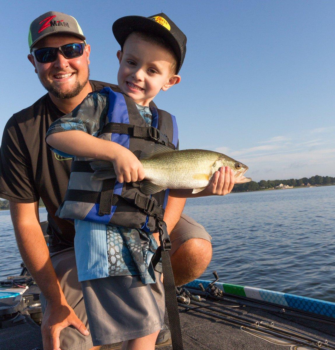 Making memories one catch at a time! #fishsweetwater #bassfishing #fishingfamily #makingmemories  @Zmanfishing  @BassProShops  @HukGear<br>http://pic.twitter.com/uE1bGvLpwh