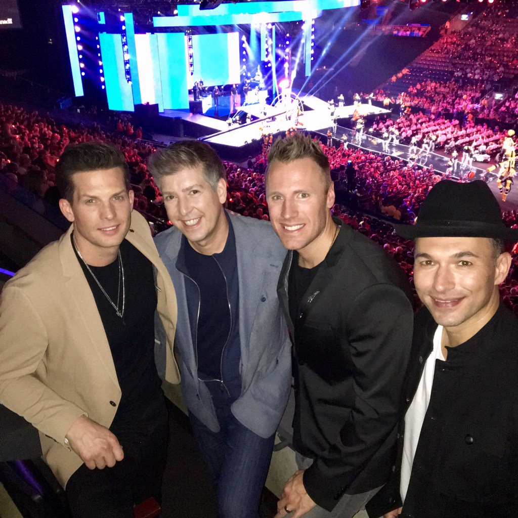 Hangin&#39; with @TenorsMusic after their amazing Opening Ceremony performance @InvictusToronto last night #MensStyle <br>http://pic.twitter.com/TBkS1BLje1