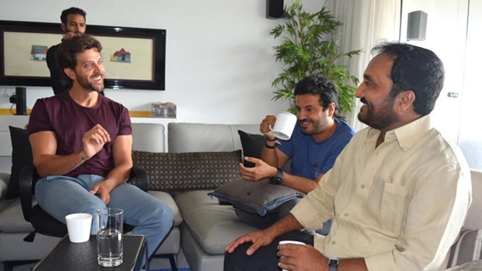 hrithik roshan, anand kumar in sitting of super 30
