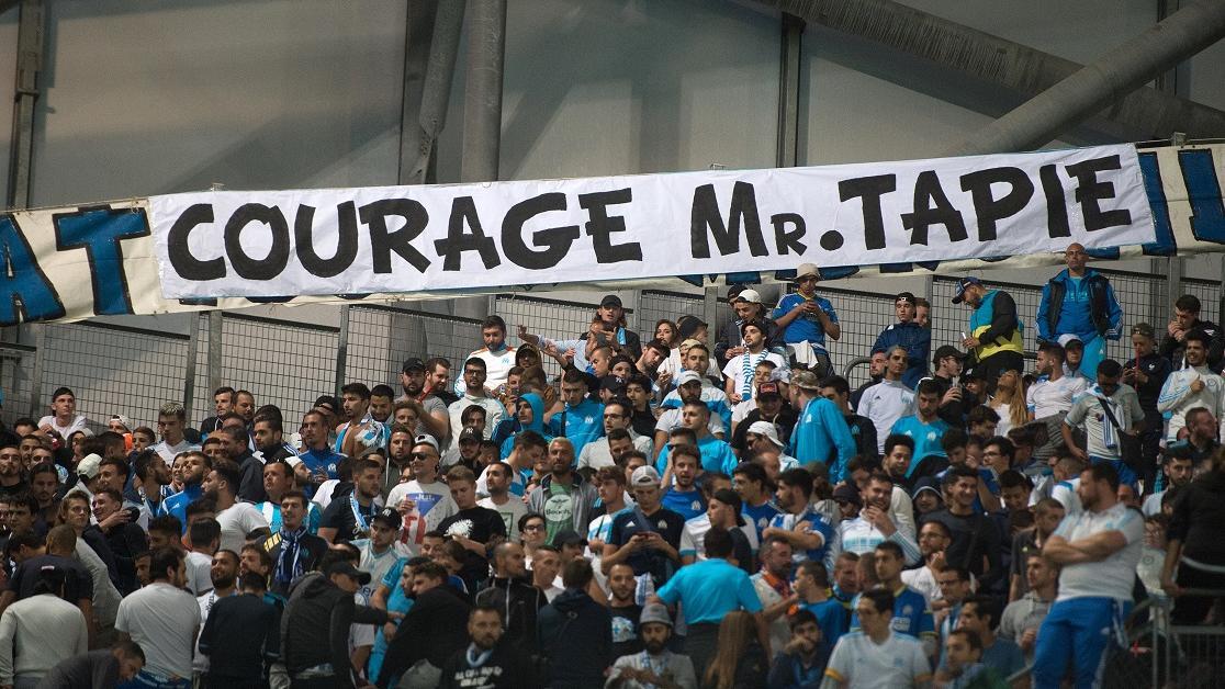 VIDÉO - 'Courage et merci boss' : le vibrant hommage des supporters de l'OM à Bernard Tapie, atteint d'un cancer https://t.co/0AG0r9UxM0