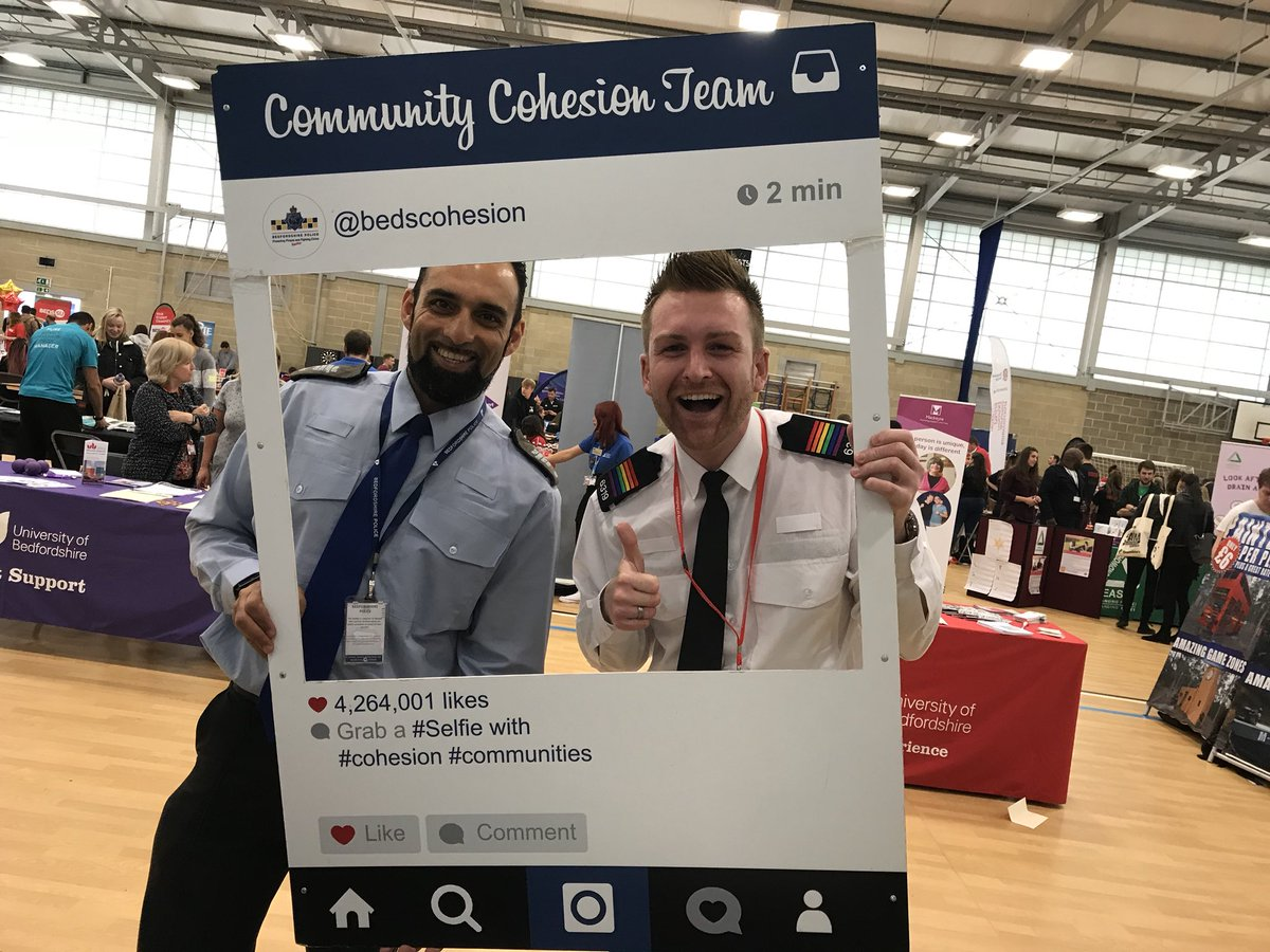 All ready for the freshers fair @uniofbeds come down &amp; grab a #selfie #freshers2017 @bedspolice #students #Cohesion @BedsVolunteers<br>http://pic.twitter.com/g3v5JcTrJE